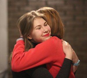 2 women embrace